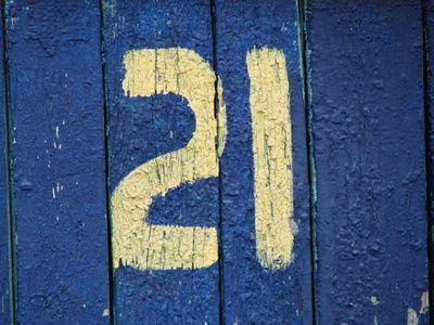 Cómo decorar tu casa para un cumpleaños número 21   eHow en Español