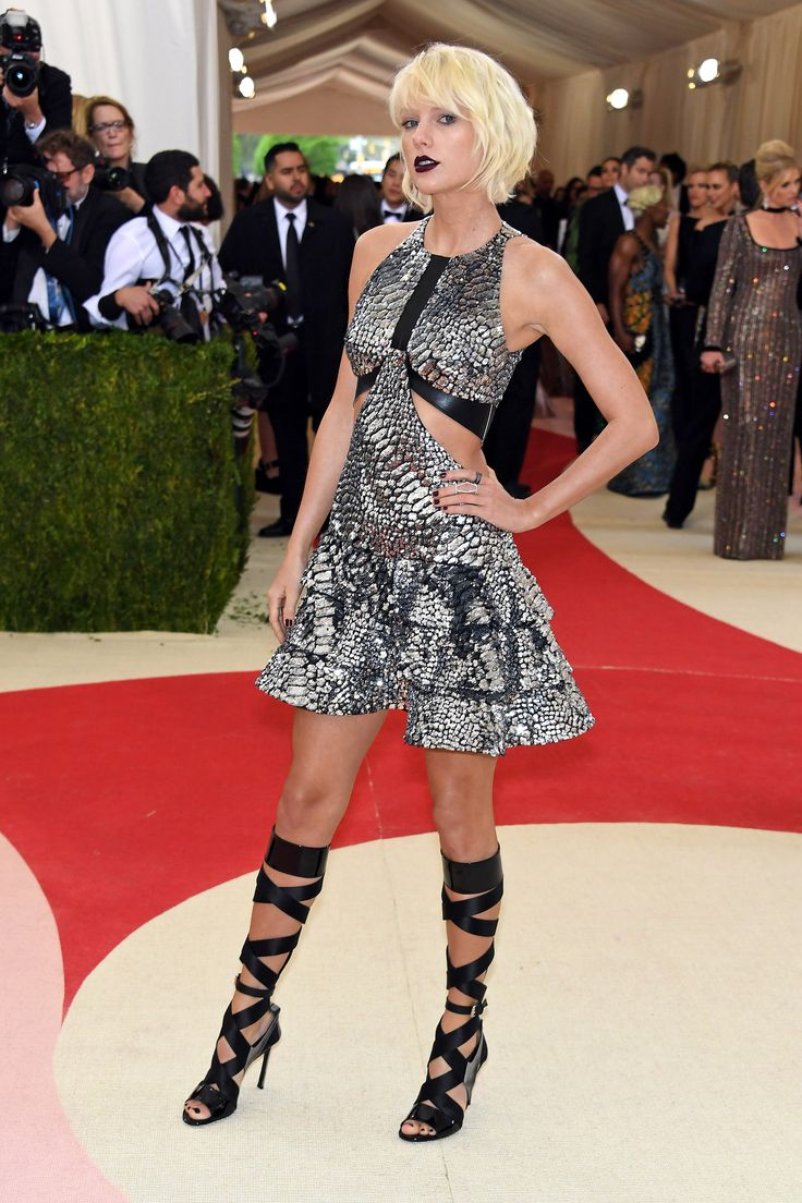 Taylor Swift at the 2016 Met gala Wearing Louis Vuitton dress and Eva Fehren rings and ear cuff.