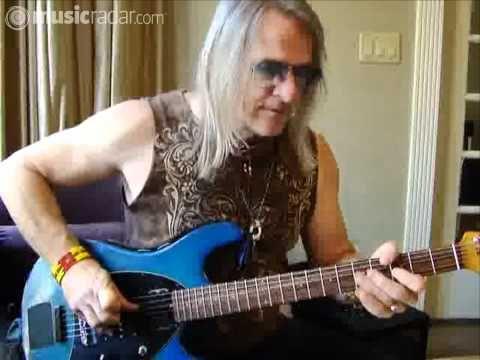 Steve Morse demonstrates his signature guitars - YouTube