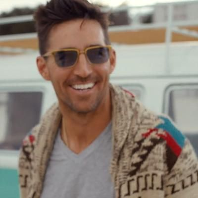 Hot: Take a Ride with Jake Owen on His 'Love Bus'