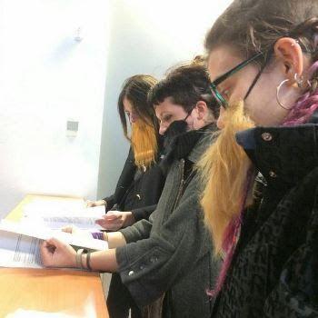 """El machismo oculto tras los datos de la EPA. Las estudiantes del máster de Género de la Universidad Complutense de Madrid lanzan una queja contra el lenguaje sexista que se emplea en esta encuesta pagada con dinero público y piden que se reconozca la """"triple"""" jornada laboral femenina. Sara Calvo   Público, 2017-02-08 http://www.publico.es/sociedad/brecha-genero-machismo-oculto-datos.html"""