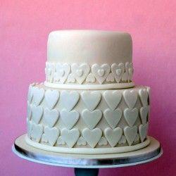 Szívecskés esküvői torta