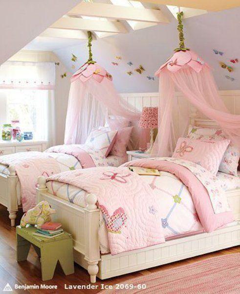 ステキなお姫さまベッド・・・天蓋やキャノピー(天蓋カーテン)がついたベッドは女の子なら誰しも一度は憧れますよね♡海外のガールズルームを参考に、お子さんのためにチャレンジしてみませんか?