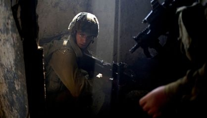 Un soldado israelí en los Altos del Golán, en la frontera con Siria. / A. S. (AP)