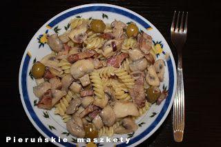 Pieruńskie maszkety - blog kulinarny: Sałatka z makaronem po prowansalsku