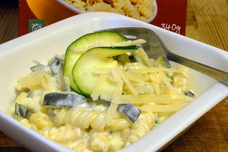 Fusilli med Gresk yoghurt, squash og parmesan. Dette er en utrolig rask og frisk pastarett for Gresk yoghurt-elskere.