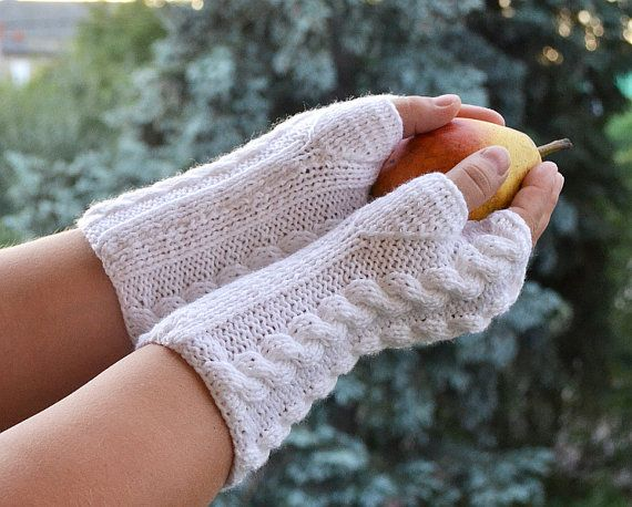 Knitted mittens gloves white color by DosiakStyle on Etsy