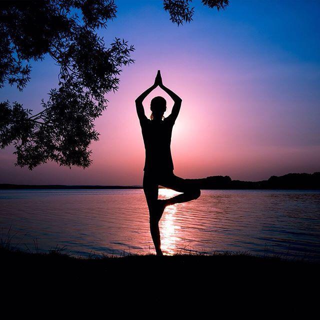 Hafta sona ermeden, stresi azaltmak ve yeni bir haftaya yenilenerek başlamak için yogayı deneyin! Yoga kıyafetleri ve aksesuarları için ise Stilefit.com'u ziyaret edin.