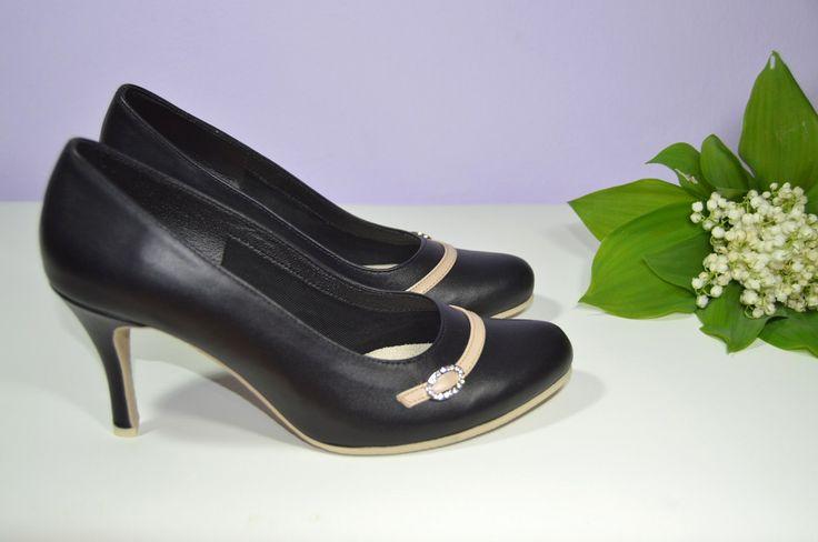 Pohodlné kožené boty v tanečním stylu - lodičky model Laura v kombinaci černá + nude pravá kůže. http://popelkateam.eu/material/4581364740