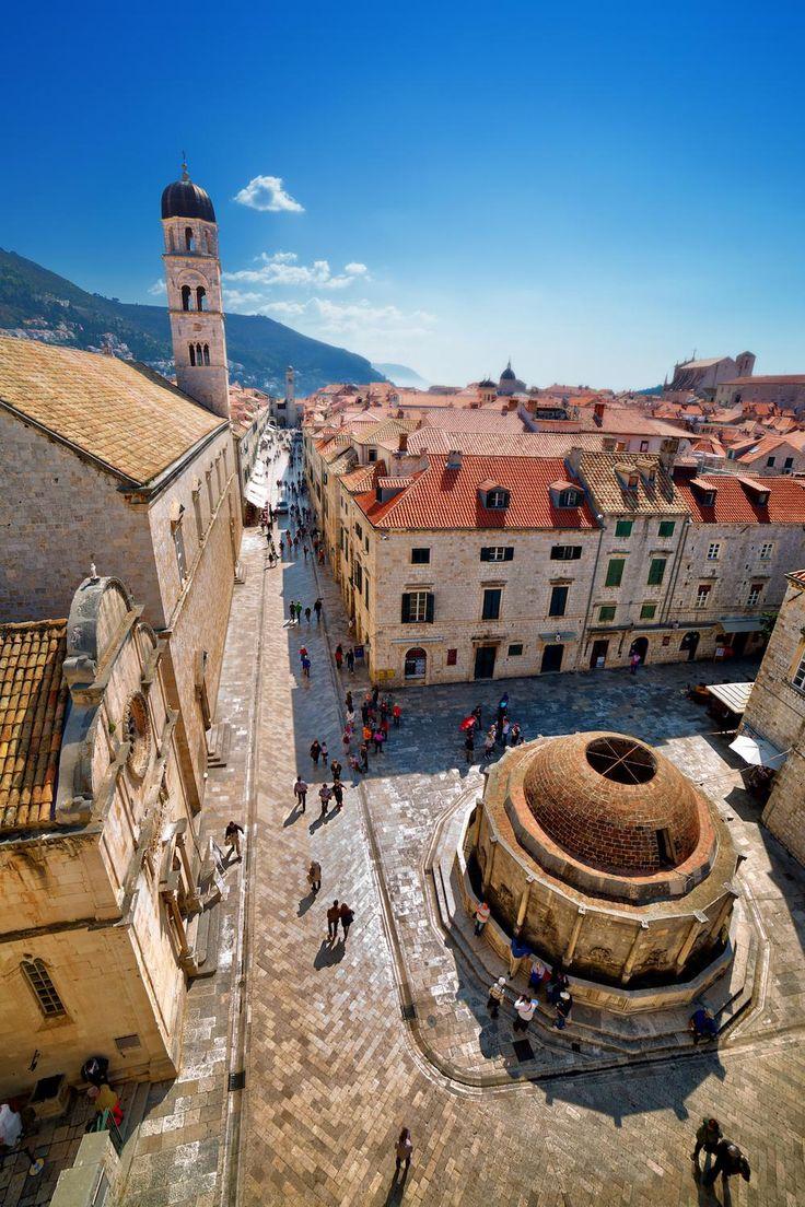 Kroatië :Het oude stadscentrum van Dubrovnik van bovenaf.