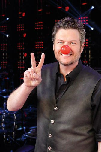 ✌, ❤ and red noses from Blake Shelton. Have you gotten your Red Nose yet? Learn more about Red Nose Day by visiting rednoseday.org.   Red Nose Day USA