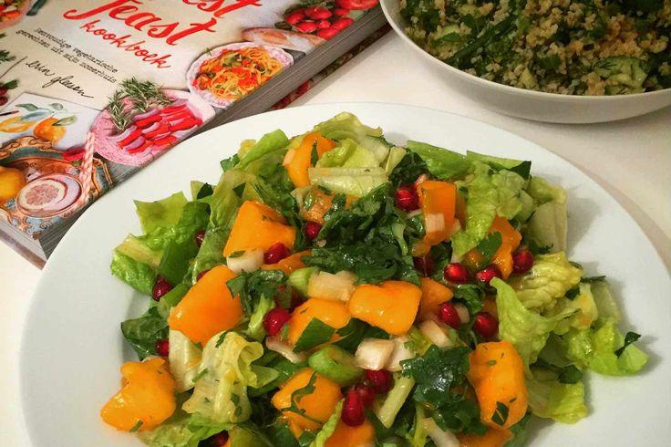 Ons favoriete gerecht is de salade. En deze salade met kaki fruit uit het Forest Feast kookboek is misschien wel één van de lekkerste salades ooit!