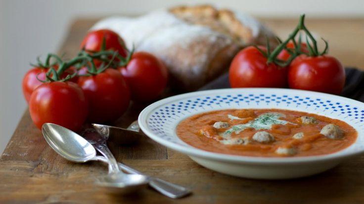 Tomatensoep met balletjes en peterselieroom  | VTM Koken
