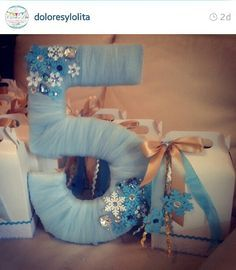 Beautiful frozen table decor centerpiece, ice blue, snowflakes, Frozen party ideas.