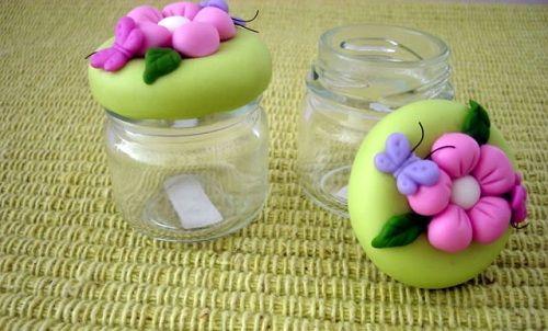 <p>Aprenda paso a paso como forrar la tapa de un mini frasco de Porcelana…