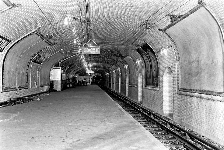 Saint-Martin (lignes 8 et 9)Ouverte en 1928 et fermée en 1939, la station Saint-Martin est située dans les 3ème et 10ème arrondissements. A...