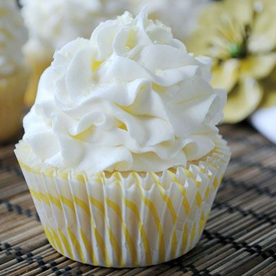 Lemon Cupcakes... the best white cake batter from scratch with a hint of lemon, topped with a lemon buttercream frosting!