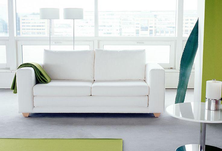 Canapé 2/3 places convertible recouvert de tissu Softline ou Kvadrat. Assise en mousse de polyester (30 kg ).  Dossier en mousse de polyester (25 kg) et garnissage en granulés de polypropyléne. Structure en acier. Pieds en hêtre. Déhoussable. Nettoyage à sec conseillé.