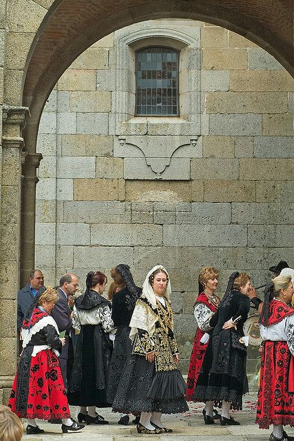 Fiesta en la Alberca   trajes  regionales