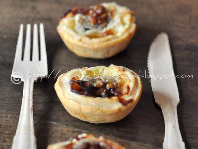 Un antipasto speciale - Ricetta Antipasto : Tartellette con miele brie e noci da Streghettaincucina