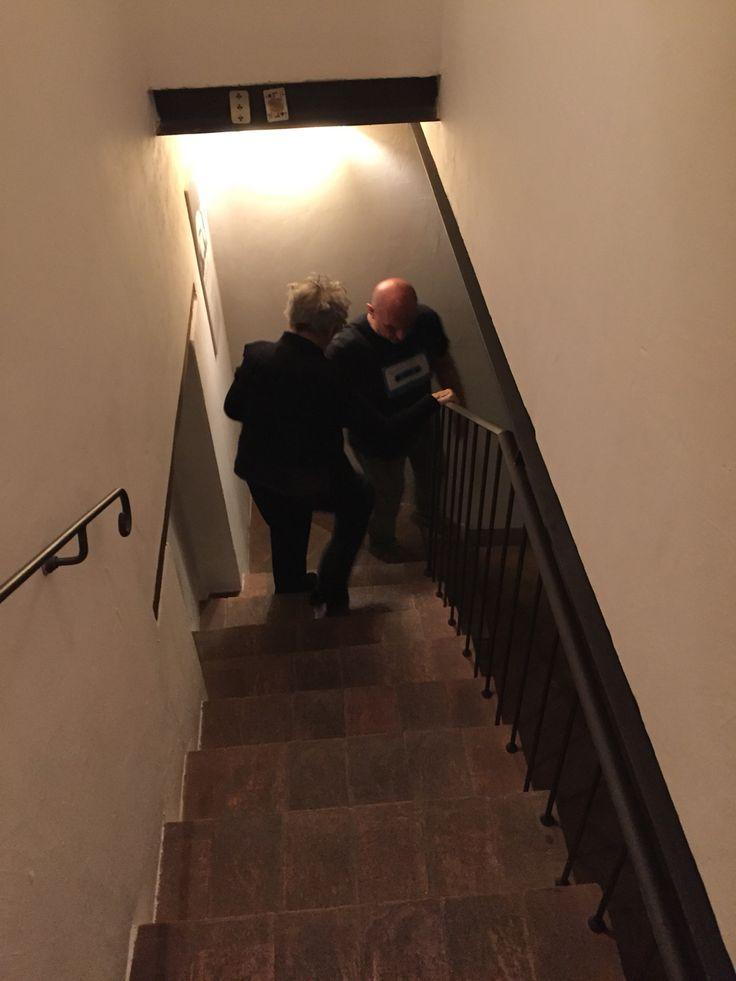 Emmanuelle si avvia verso la Sala 1 per l'inizio dello spettacolo. Tecnico e Cavaliere Andrea Berselli