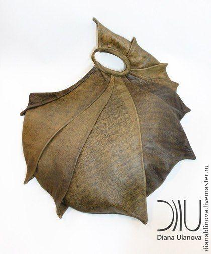 В НАЛИЧИИ сумка кожаная `Наутилус`. 'Наутилус' Размеры: 43/35/38см. Удобная и вместительная средних размеров сумочка на каждый день. Подходит для гаджетов . Способ ношения - в руке. Материал - кожа повышенной плотности. Тип замка-только магнитные кнопки …
