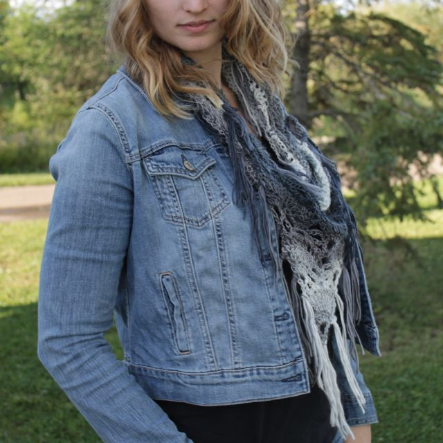 Love the ombre effect to this crochet scarf.  Perfect transitional piece #fallfashion #scarf