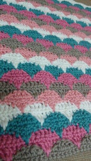crochet clamshell blanket   made by  an jisuk