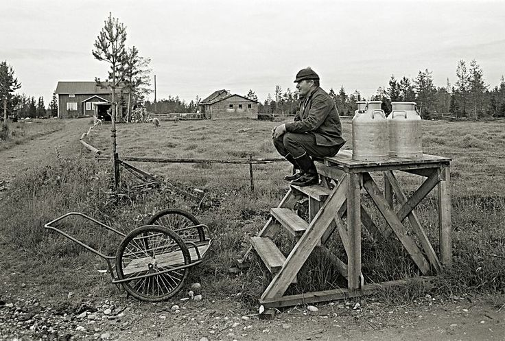 1977 - Waiting for the milk truck