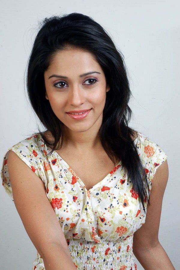 Nushrat Bharucha Height, Weight, Bra Size Body Measurements