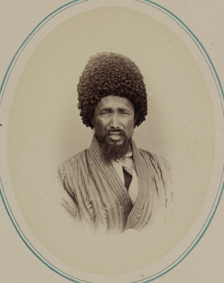 Tipos de nacionalidades en el krai de Turquestán. Jivanos. Azhura Bai — Visor — Biblioteca Digital Mundial