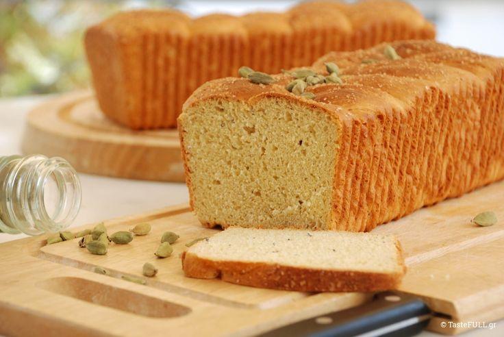 Για τους Σουηδούς, αυτό το γλυκό ψωμί με μπαχαρικά είναι χριστουγεννιάτικο ψωμί. Τρώγεται ζεστό και μοσχοβολά κάρδαμο και κανέλα.