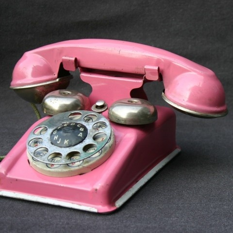 Perfect pink phone... I have been looking for one of these for my daughter to play with! Im going to find one and paint it pink!