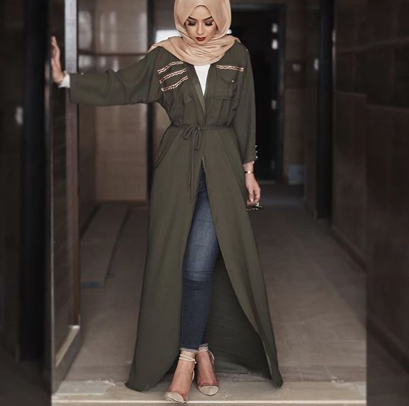 Love this cute hijab style with this beautiful green abaya looks soo beautiful and amazing my favourite love it amazing soo beautiful.