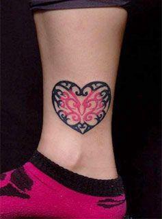 Las mejores imágenes de tatuajes pequeños para mujeres, todos ellos muy elegantes y en varios lugares del cuerpo: brazos, manos, muñecas, tras la oreja ...