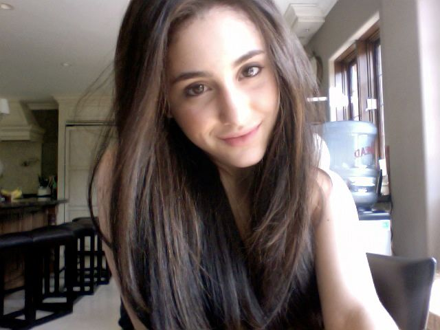 21 Photos of Ariana Grande That You Won't Even Recognize