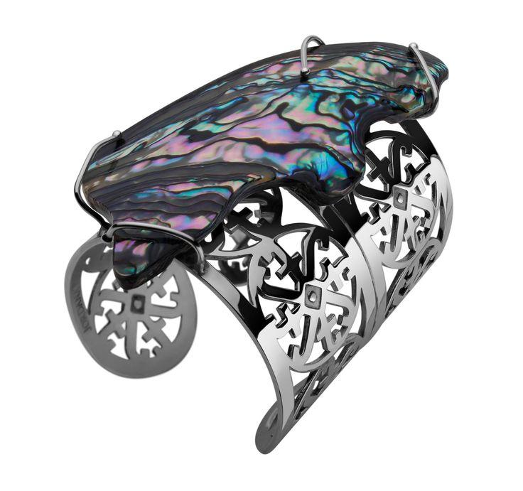 Brazaletes logos con concha nácar AUTARQUIA by Jordana Tello Art Jewelry Tendencias2014 BIOGÉNESIS