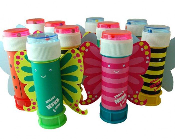 Simpele bellenblaas omtoveren in een vlinder of ander insect! http://www.welke.nl/lookbook/Maggie01/kinderkamer-ideeen/justel/Originele-traktatie-met-soepstengel.1378748058