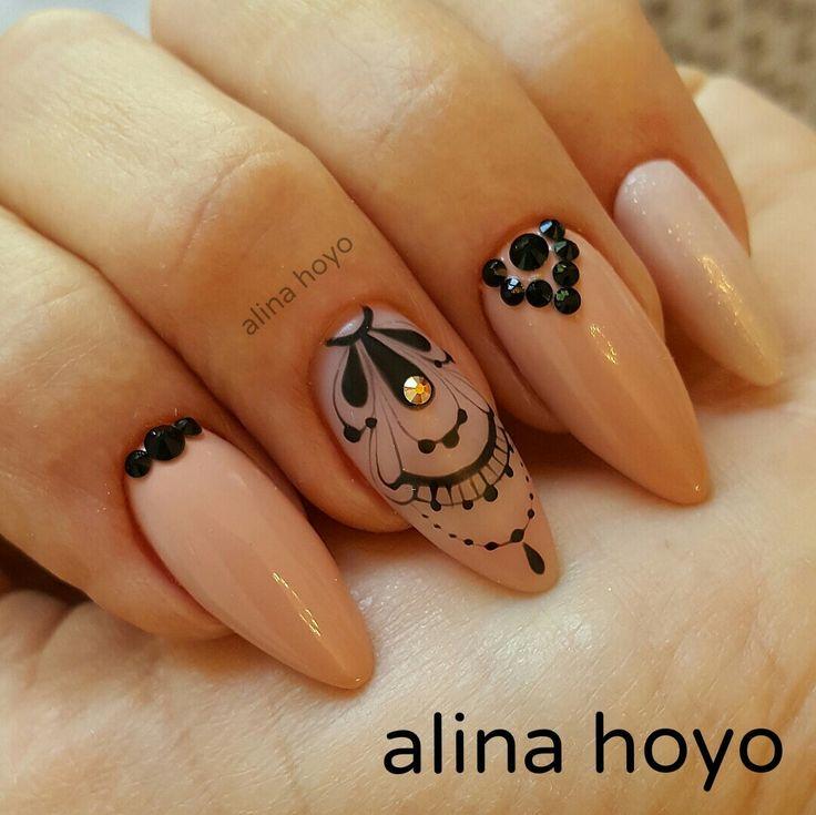 By Alina Hoyo