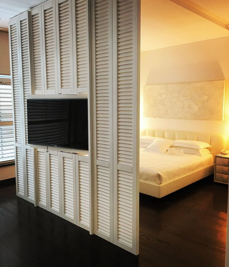 Loving these shutters in Milan �� #littlegem #events #space #hotel #luxuryhotel #travel #luxurytravel #shutters #coolvibes #slh #parfumes #wheninmilan #suite #hotelsuites #magnapars #discover #milano #bellamilano ������ http://tipsrazzi.com/ipost/1507291373081733303/?code=BTq-YSRjCi3