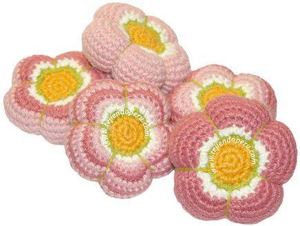 Cómo tejer flores rellenas a crochet (amigurumi stuffed flowers)!