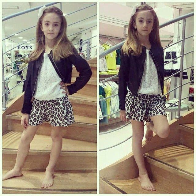 Sophie...portamento da ballerina...bella ed elegante, qui invece decisamente rock in pizzo e animalier Jakioo!  Decisamente glam!!! #outfit #outfitoftheday #ootd ##fashion # fashionstyle #moda #modakids #kidz #kidzstyle #cool #glam #minimodaprato #pizzo #animalier #ragazzine #abitiperbambine #abbigliamentobambini #instapic#instamood #picoftheday  @katiabrini