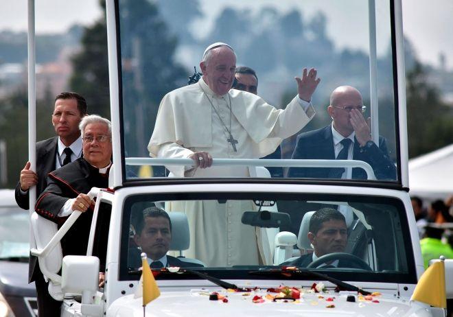 #Francisco dejó #Cuba entre alabanzas.  El Sumo Pontífice partió rumbo a #Washington, en donde lo esperan los argentinos. Mirá su agenda.  http://www.argnoticias.com/mundo/item/37551-francisco-dej%C3%B3-cuba-entre-alabanzas