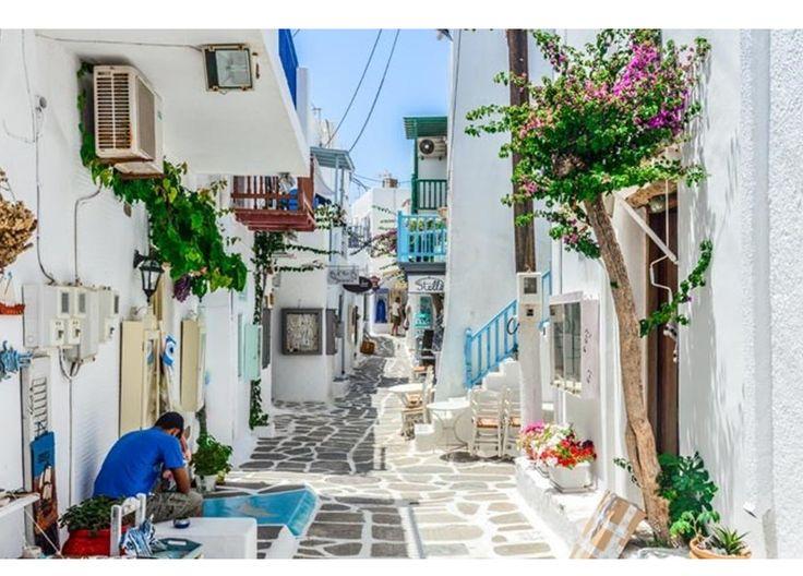 Todas nós já sonhámos com uma viagem às Ilhas Gregas! Praias idílicas, águas tépidas, saladas com queijo feta e muito sol… Nestas pérolas do Mediterrâneo encontrará tudo o que precisa para as férias de sonho. Conheça as sete ilhas que não pode deixar de visitar na Grécia!