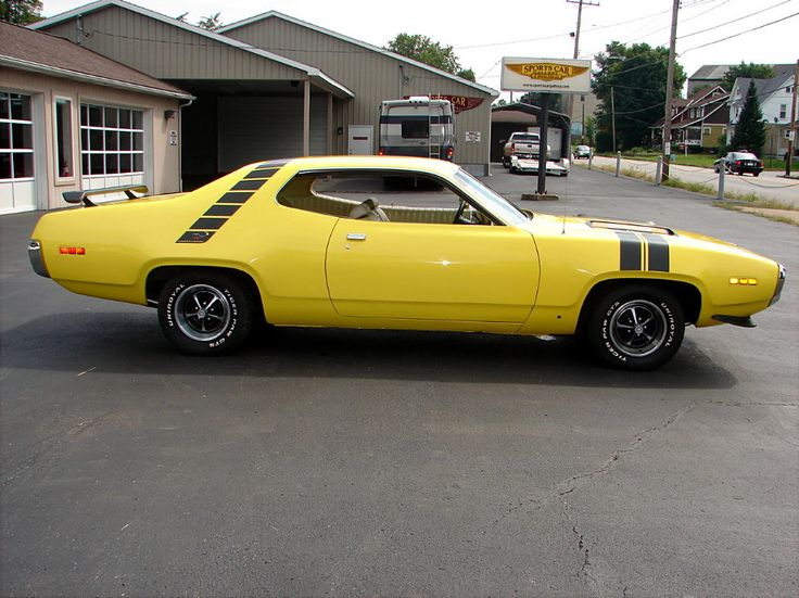 The Plymouth Road Runner (1971); The Plymouth RoadRunner was developed as a mid-priced car and was placed between the Satellie and Belvedere model line up.