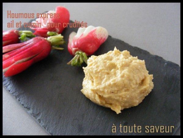 Le Houmous est une délicieuse sauce épicée qui accompagne à merveille vos légumes crues à l'apéritif ( Dip) C'est une spécialité libanaise que j'adore, une purée de pois chiche au bon goût de cumin d'ail et de crème de sésame. Pour un saladier 0.5 l de...