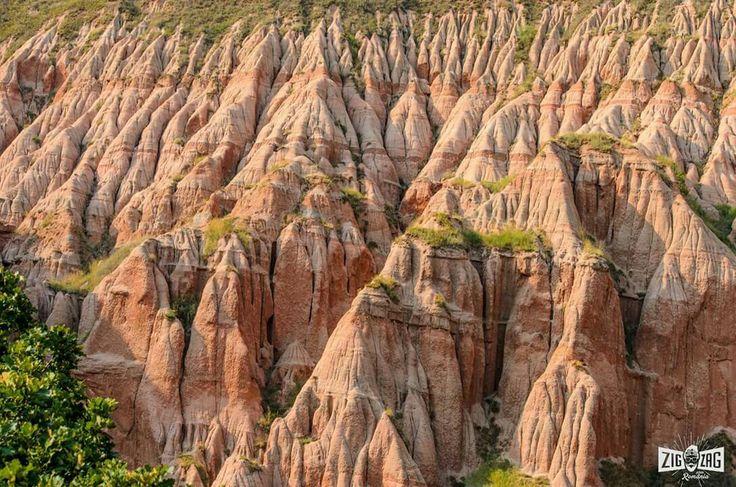 De asta #iubimRomânia! :)  Mereu ne surprinde cu atracţii naturale, desprinse din povesti ca Rezervaţia Naturală Râpa Roşie. O găseşti la 3 km de oraşul #Sebeş. Urmăreşte experienţa vizitei noastre la Râpa Roşie, în acest video: http://goo.gl/E9OOYi Foto: Oancia Iulian & Acăprăriţei Elena Andreea www.zigzagprinromania.com