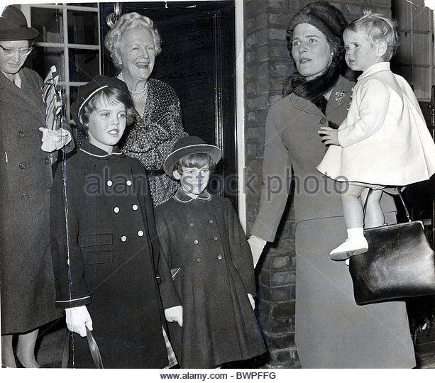 Clementine Churchill Saying Goodbye To Her Daughter Mary Soames And Her Grandchildren Rupert Christopher Emma And