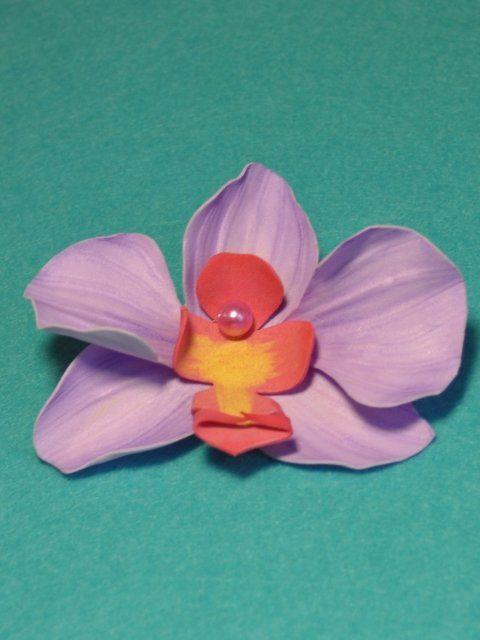 Брошь из ревелюра ручной работы. Выполнена в виде орхидеи.