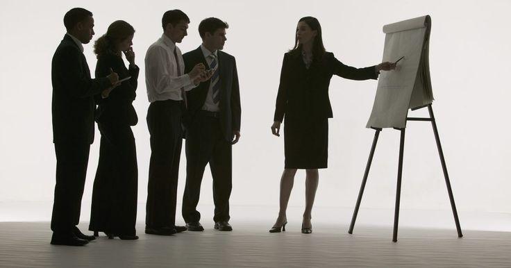 Cómo hacer un rotafolio de papel . ¿Qué es un rotafolio? Si te encuentras familiarizado con PowerPoint, imagina que cada página de un rotafolio es como una diapositiva en blanco en una presentación de PowerPoint. Los rotafolios a menudo son gupos de papel grande presentados sobre caballetes donde instructores escriben notas y lecciones durante una presentación. Pueden utilizarse ...